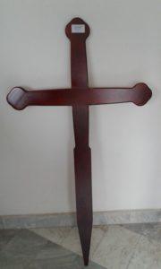 Тъмно кафяв кръст